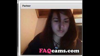 Dilettante jeune adolescent dâge légal flash des boulettes de viande en direct sur le chat de la caméra Web - www.faqcams.com