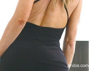 Bigtit cougar amber michaels punishes her oozing slit
